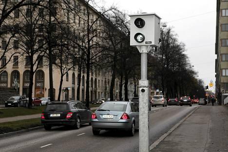 Helsingissä ylinopeutta valvovia kameroita ei ole mitenkään piilotettu.