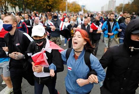 Minskin kaduilla oli jälleen sunnuntaina kymmeniätuhansia ihmisiä.