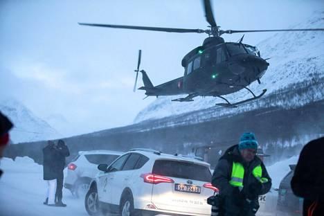 Norjan asevoimien pelastushelikopteri laskeutui Tamokdalenissa viime lauantaina.