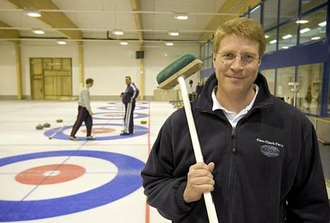 Markku Uusipaavalniemi Oulunkylän curling-hallissa 2006.