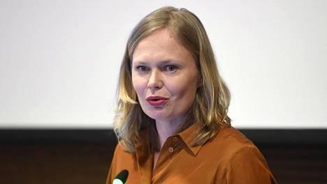 Tiede- ja kulttuuriministeri Hanna Kosonen (kesk) myöntää, että poikkeuskevät on ollut hakijoille raskasta aikaa.