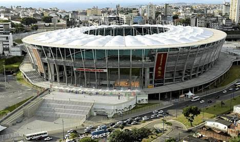 Salvadorin MM-näyttämä Arena Fonte Nova stadium sijaitsee keskellä favelaa.