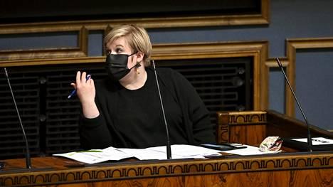 Tiede- ja kulttuuriministeri Annika Saarikko eduskunnan täysistunnossa keskiviikkona.