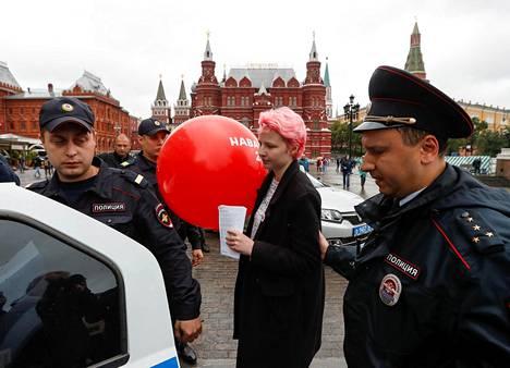 Aleksei Navalnyin puolesta kampanjoinut nainen otettiin kiinni Moskovassa lauantaina.