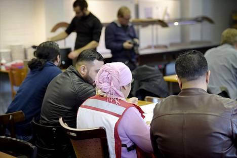 Turvapaikanhakijoita Auramon vastaanottokeskuksessa Vantaalla helmikuun puolivälissä.