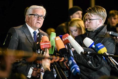 Saksan ulkoministeri Frank-Walter Steinmeier puhui toimittajille ulkoministerin tapaamisen jälkeen aikaisin tiistaina.