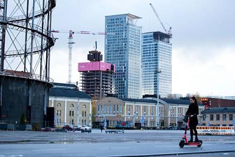 Rakenteilla oleva SRV:n Lumo One -tornitalo näkyy viime lokakuussa otetussa kuvassa etualalla.