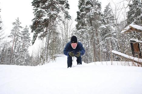 Mäkihyppyhistorioitsija Kari J. Nyberg muistelee 1950-luvun hyppyjään Maunulassa.