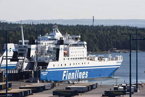 Finnlinesin rahtialus Vuosaaren satamassa syyskuussa 2014.