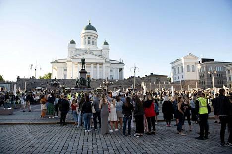 Ulkomaiset ja kotimaiset matkailijat käyttivät vuonna 2020 Suomessa noin 9,3 miljardia euroa. Vuonna 2019 määrä oli ollut 16,1 miljardia euroa.