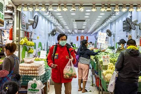Alex Lam on 56-vuotias hongkongilaismies, joka johtaa sarsista selviytyneiden tukiyhdistystä.