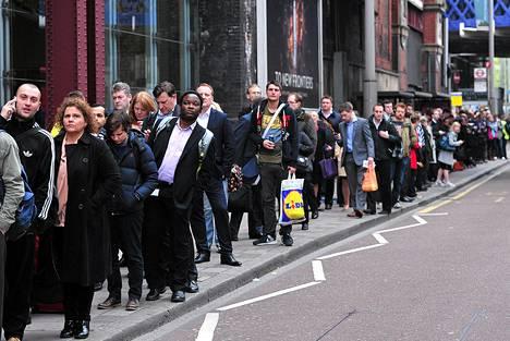 Metrolakko pidensi bussijonot Lontoossa.