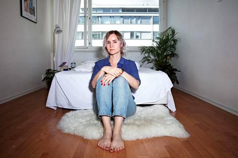 Sisko Savonlahti halusi käsitellä esikoisteoksessaan epäonnistumisen kokemuksia, koska ei löytänyt ympäriltään tarinoita, joihin samaistua.