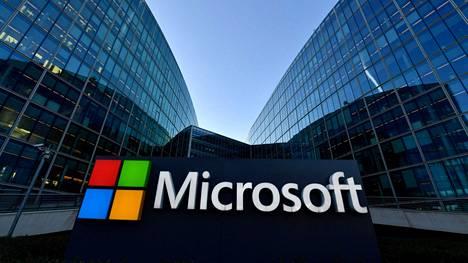Microsoft lupaa tulla Bingin kanssa hätiin, jos Google sulkee hakukoneensa Australiassa. Microsoftin logo yhtiön Ranskan-pääkonttorin edessä Issy-Les-Moulineauxissa, lähellä Pariisia.