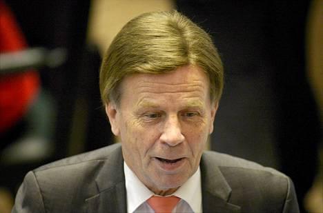 Mauri Pekkarinen (kesk) eduskunnan täysistunnossa lokakuun 1. päivänä.
