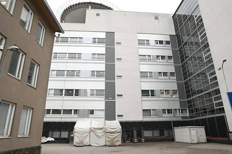 Haartmanin sairaalan takana on koronatestiteltta.