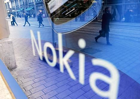 Nokian lippulaivamyymälä Helsingin Aleksanterinkadulla.