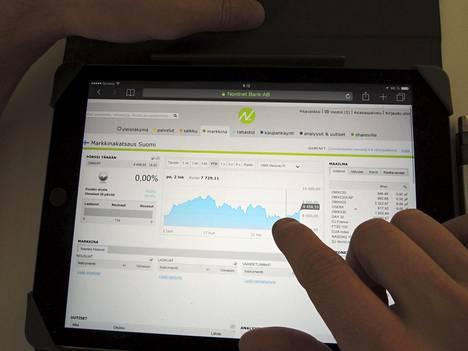 Yksityishenkilöiden suosimien sijoitustuotteiden verotus on muuttumassa. Kuvassa tutkitaan markkinakatsausta Nordnetin verkkosivuilta.