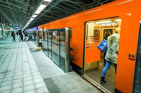 Automatisointiurakan aikana vuonna 2014 Vuosaaren asemalla testattiin laituriovia.