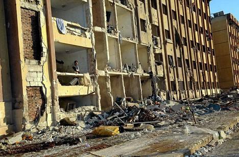 Kymmeniä ihmisiä kuoli pommi-iskussa Aleppon yliopiston edustalla Syyriassa.