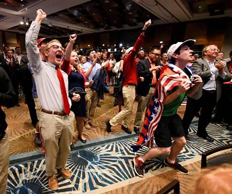 Republikaanikuvernööri Pat McCrorysin vaalivalvojaisissa Pohjois-Carolinassa oli tunnelma korkealla.