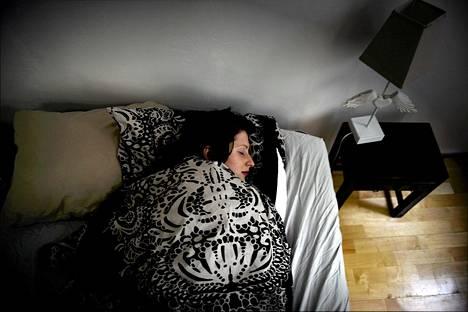 Brittiläiskyselyn tuhannesta vastaajasta 41 prosenttia nukkuu sikiöasennossa.
