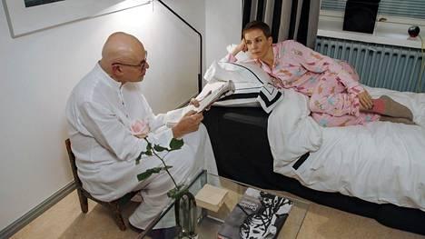 Uudella kaudella Maria Veitola yökyläilee Jorma Uotisen luona.