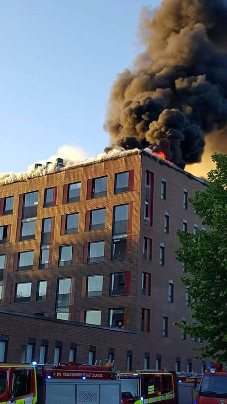Pelastuslaitoksen mukaan palosta ei ole aiheutunut henkilövahinkoja.