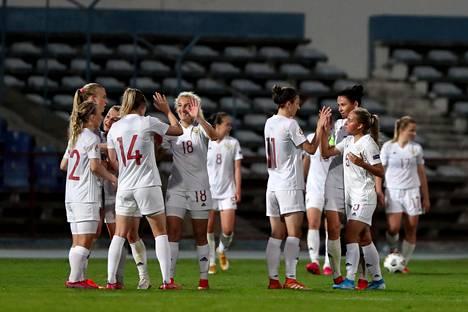 Portugali jäi tiistaina maalittomaan tasapeliin Moskovassa Venäjää vastaan, joten kuvassa otteluparin avausosan voittoa 9. huhtikuuta juhlinut Venäjä eteni EM-lopputurnaukseen yhteismaalein 1–0.