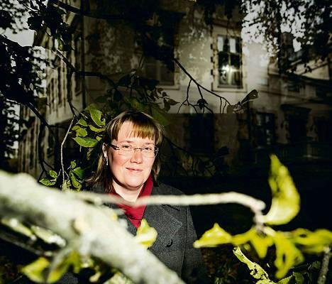 Albergan kartanon kummitukset ovat tuttuja Marianne Långvik-Huomolle. Kuva on päällekkäisvalotus.