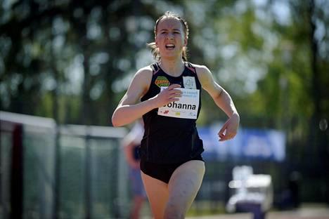 Johanna Peiponen juoksi toukokuussa 2020 erityisluvalla kisatussa kutsukisassa Vantaalla.
