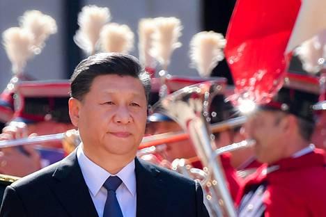 Kiinan presidentti Xi Jinping tarkasti kunniavartion Italian-vierailullaan Roomassa perjantaina.