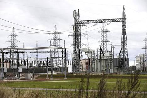 Viron sähkönjakeluyhtiö Eleringin sähköasema Tallinnassa. Viron sähköverkossa on sama taajuus kuin Venäjällä.