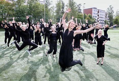 Vaskivuoren lukion kamarikuorossa on nelisenkymmentä laulajaa.