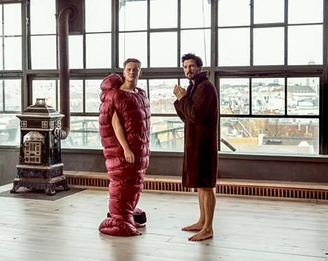 Berliiniläiset Toni (vas., Matthias Schweighöfer) ja Paul (Florian David Fitz) vievät kaikki tavaransa varastoon ja yrittävät elää sata päivää mahdollisimman vähällä. Aivan ensimmäiseksi he hakevat varastosta tietysti jotain päällepantavaa.