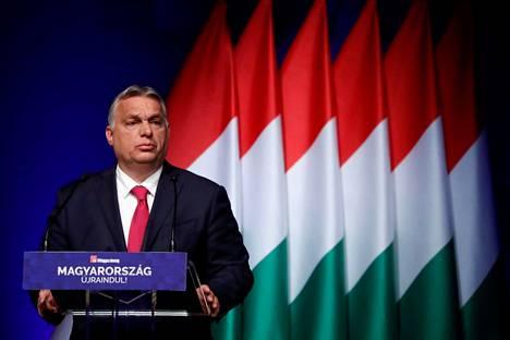 """Unkarin pääministerin Viktor Orbánin Fidesz-puolueen ehdotuksia lakimuutoksiksi on verrattu Venäjällä voimassa olevaan lakiin, jonka perusteella voidaan jakaa rangaistuksia nuorille suunnatun homoseksuaalisen """"propagandan"""" vuoksi."""