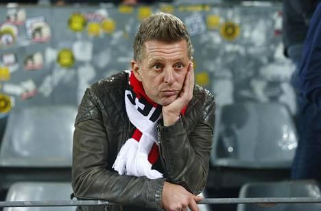 Monacon kannattaja Dortmundin stadionilla sen jälkeen, kun ottelu oli peruuntunut.