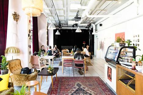 Loukko on kahvilan, gallerian, keikkapaikan ja vapaan työtilan yhdistelmä, jossa ei ole ostopakkoa.