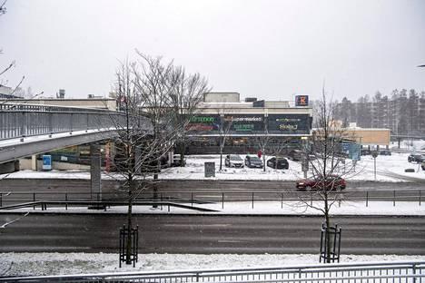 Kahdessa osassa vuosina 1981 ja 1986 valmistunut Hakunilan ostari on remontin tarpeessa.