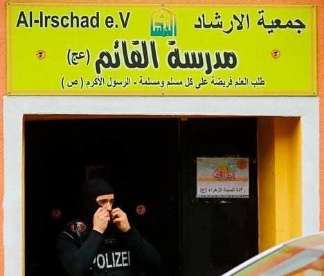 Poliisi poistui Hizbollahin-vastaisen ratsian kohteena olleesta al-Irschad-moskeijasta Berliinissä torstaina.