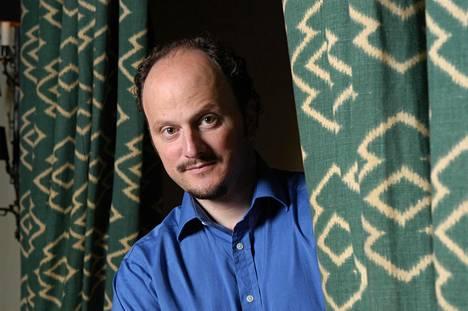 Yhdysvaltalaiskirjailija Jeffrey Eugenides on julkaissut romaanien jälkeen novelleja.