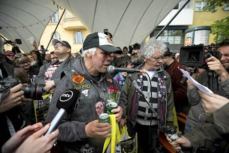 Pertti Kurikan nimipäivät juhli euroviisujen jälkeen Kalliossa.