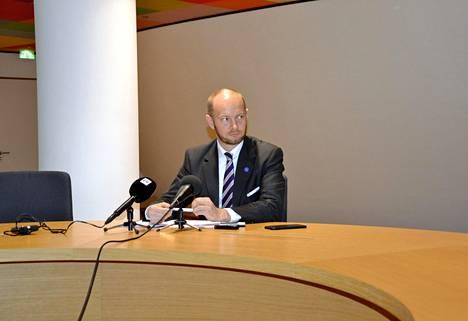 Eurooppaministeri Sampo Terho tapasi suomalaismediaa tiedotustilaisuudessa Brysselissä maanantaina.