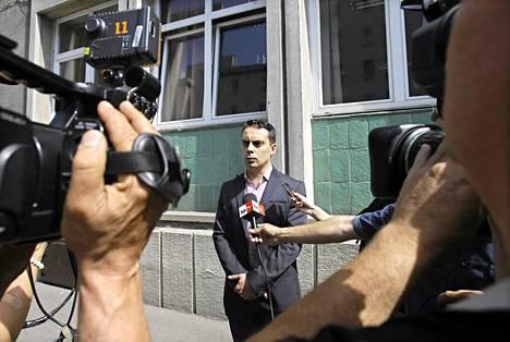 Jobbikin johtaja Gabor Vona tapasi mediaa äänestettyään EU-parlamenttivaaleissa toukokuussa.