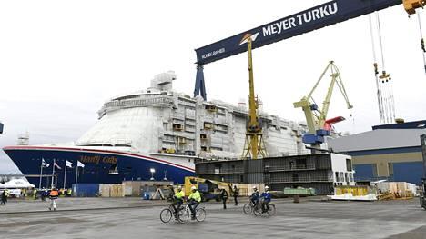 Teknologiateollisuuden yritysten tilauksista 60 prosenttia on perustunut viime vuosina telakkateollisuuteen. Kuva Meyerin Turun telakalta, jossa laskettiin vesille uusi risteilyalus tammikuussa 2020.