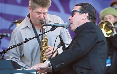 Brittiläinen Jools Holland toi luotsaamansa suuren Rhythm & Blues Orchestran nyt ensi kertaa viihdyttämään suomalaisia.