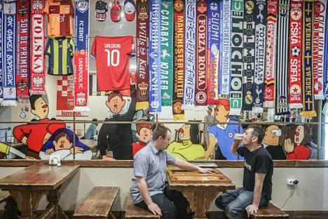 Družba-baarissa voi virittäytyä illan otteluun tai tulla sinne pelin jälkeen, sillä paikka on avoinna ympäri vuorokauden.