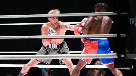 Jake Paul otteli 28. marraskuuta Nate Robinsonin kanssa. Ottelu oli esiotteluna Mike Tysonin harjoitusottelulle.