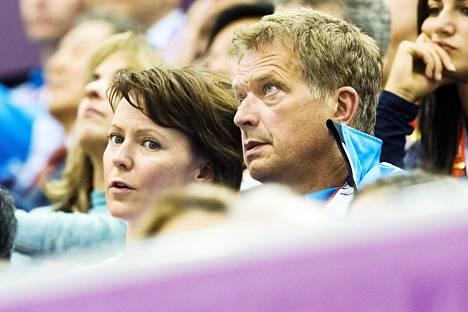 Presidentti Sauli Niinistö ja Jenni Haukio seurasivat Lontoon olympialaisia ampuma-areenalla heinäkuun lopussa 2012.