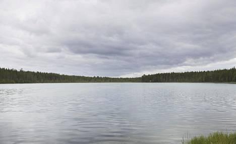 Alhaiset vedenpinnat johtuvat vähäsateisesta keväästä ja alkukesästä. Kuvassa Nälkämölampi Kuusamossa.